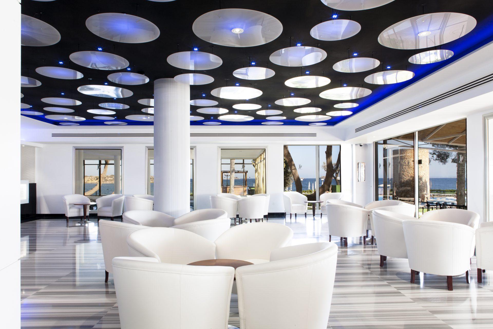 7 Lounge Area