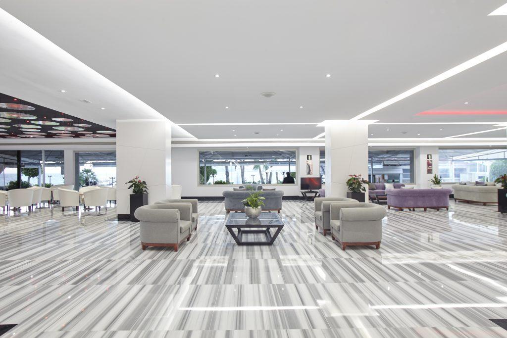 8 Lounge Area