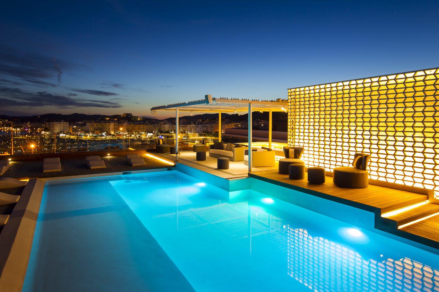 aguas-rooftop-pool