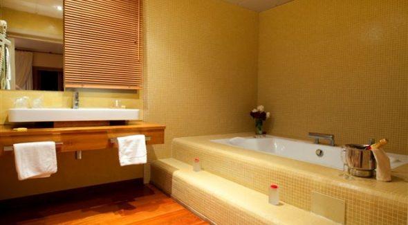 Suite Bathroom2