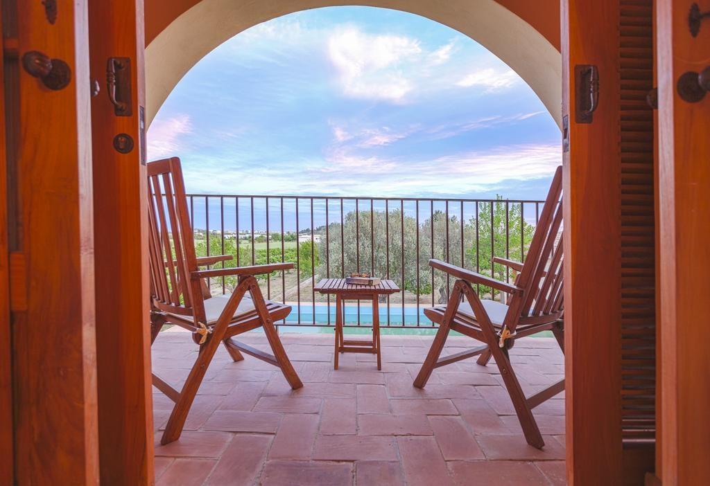 Canarabi Balcony