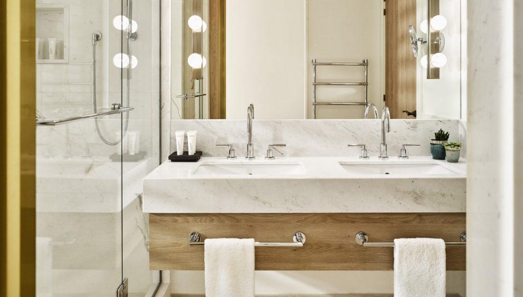 Deluxe Sea View Room Bathroom II
