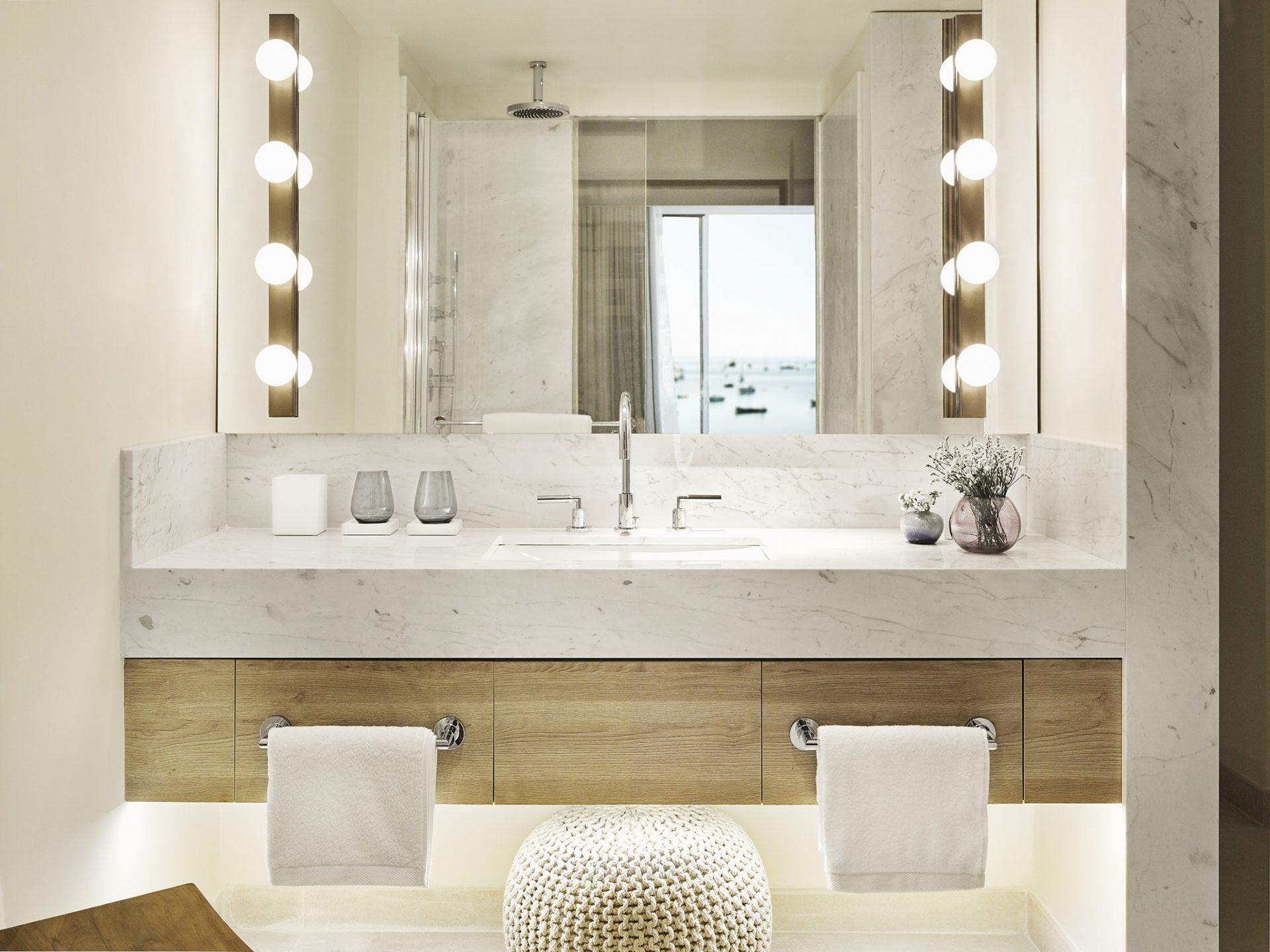 Deluxe Sea View Room Bathroom