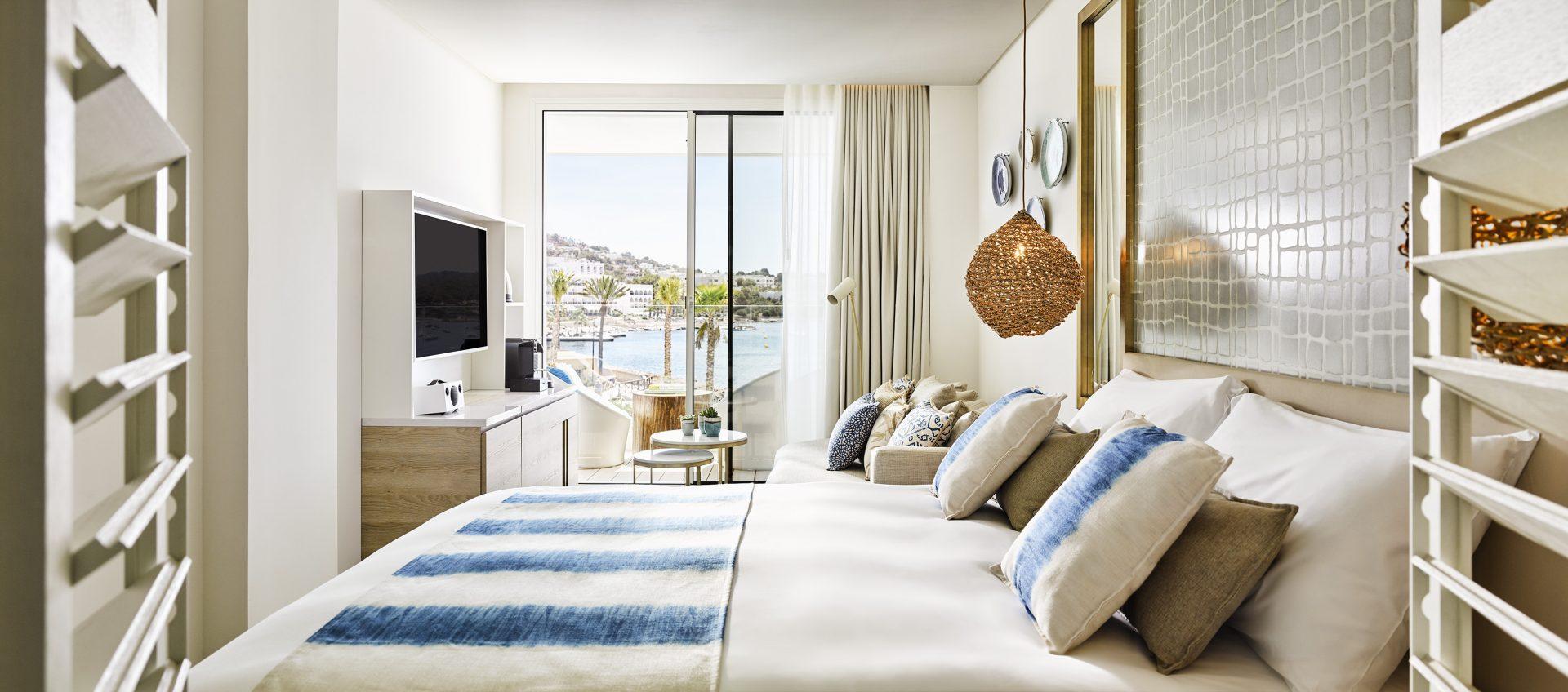 Deluxe Sea View Room Bedroom