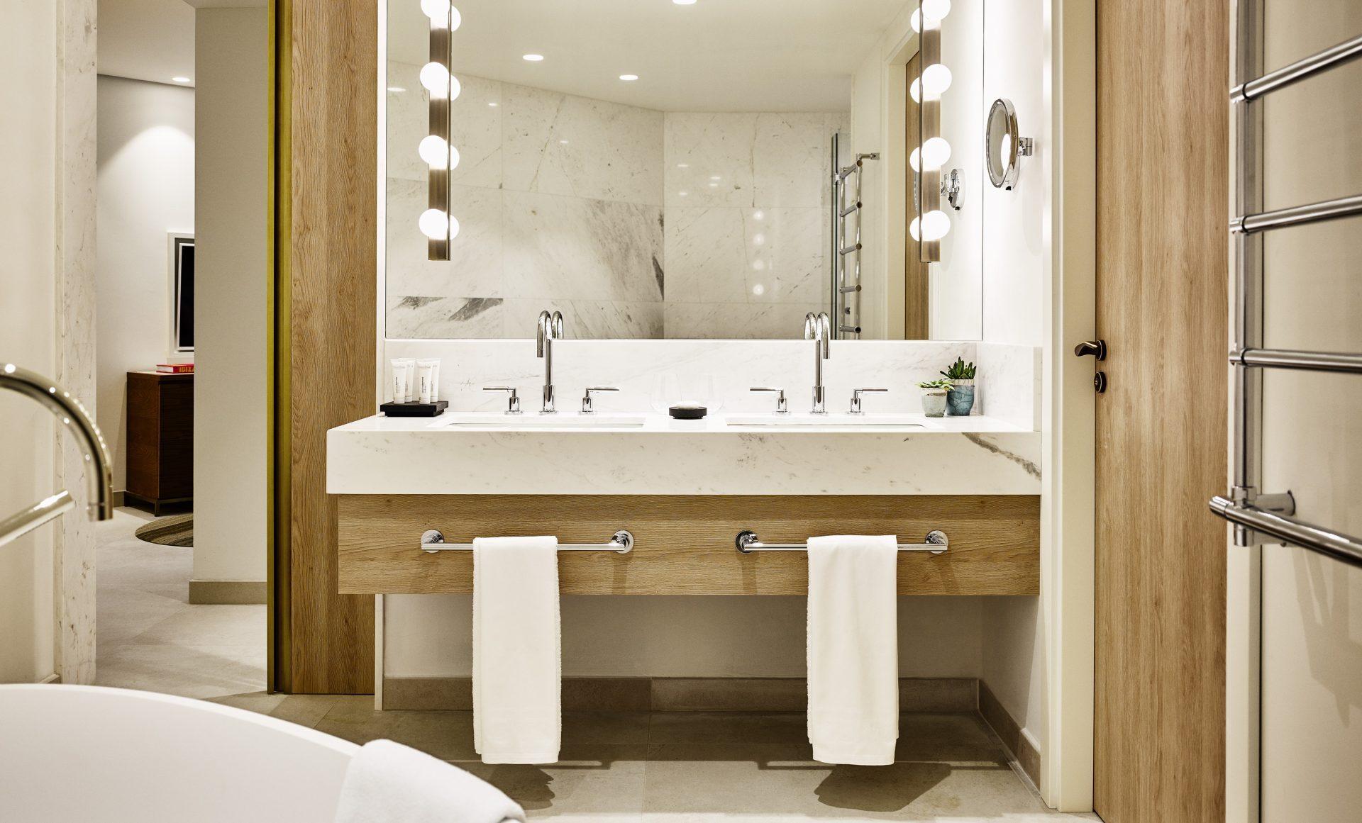 Deluxe Suite Sea View Bathroom