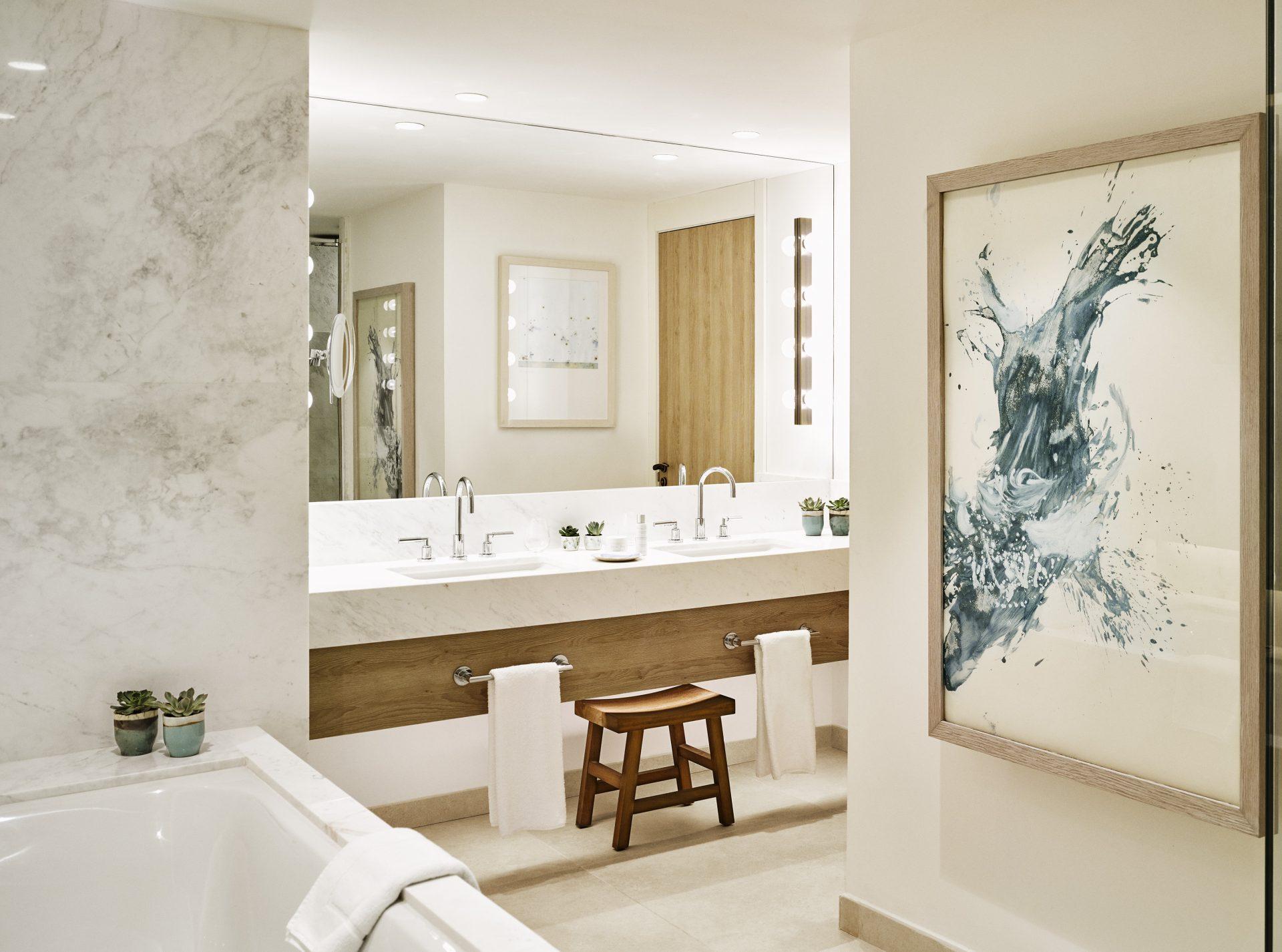 Royal Suite Bathroom I