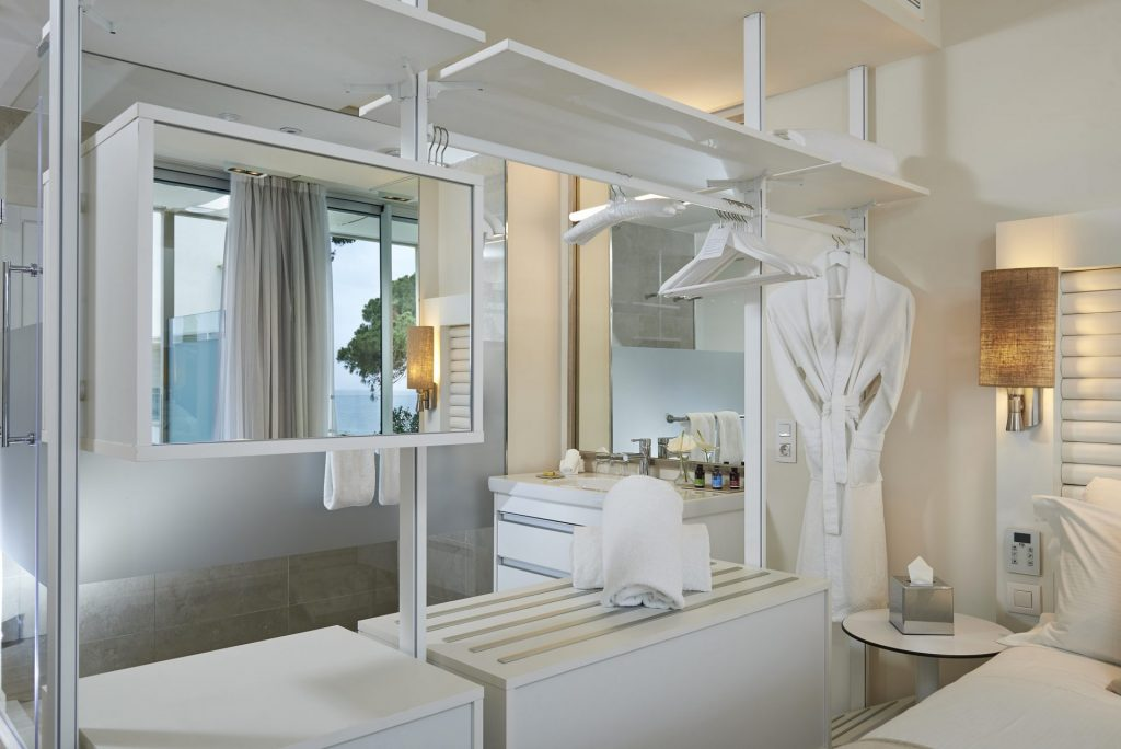 107ME Ibiza Std Bathroom