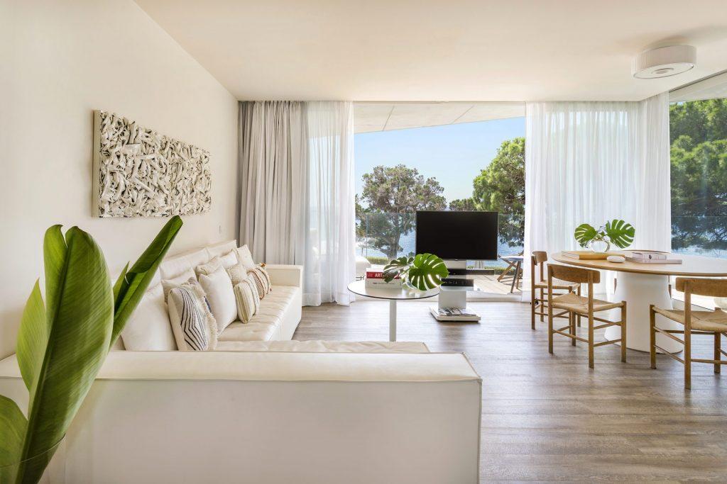 125cME Ibiza Suite Personality