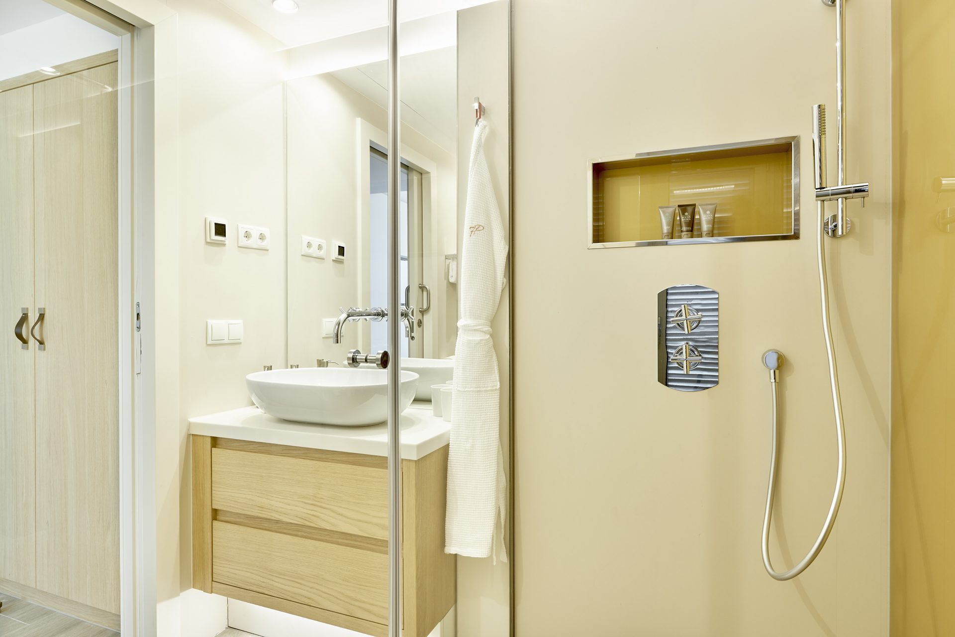 7P Garden Suite 2 Bathroom H